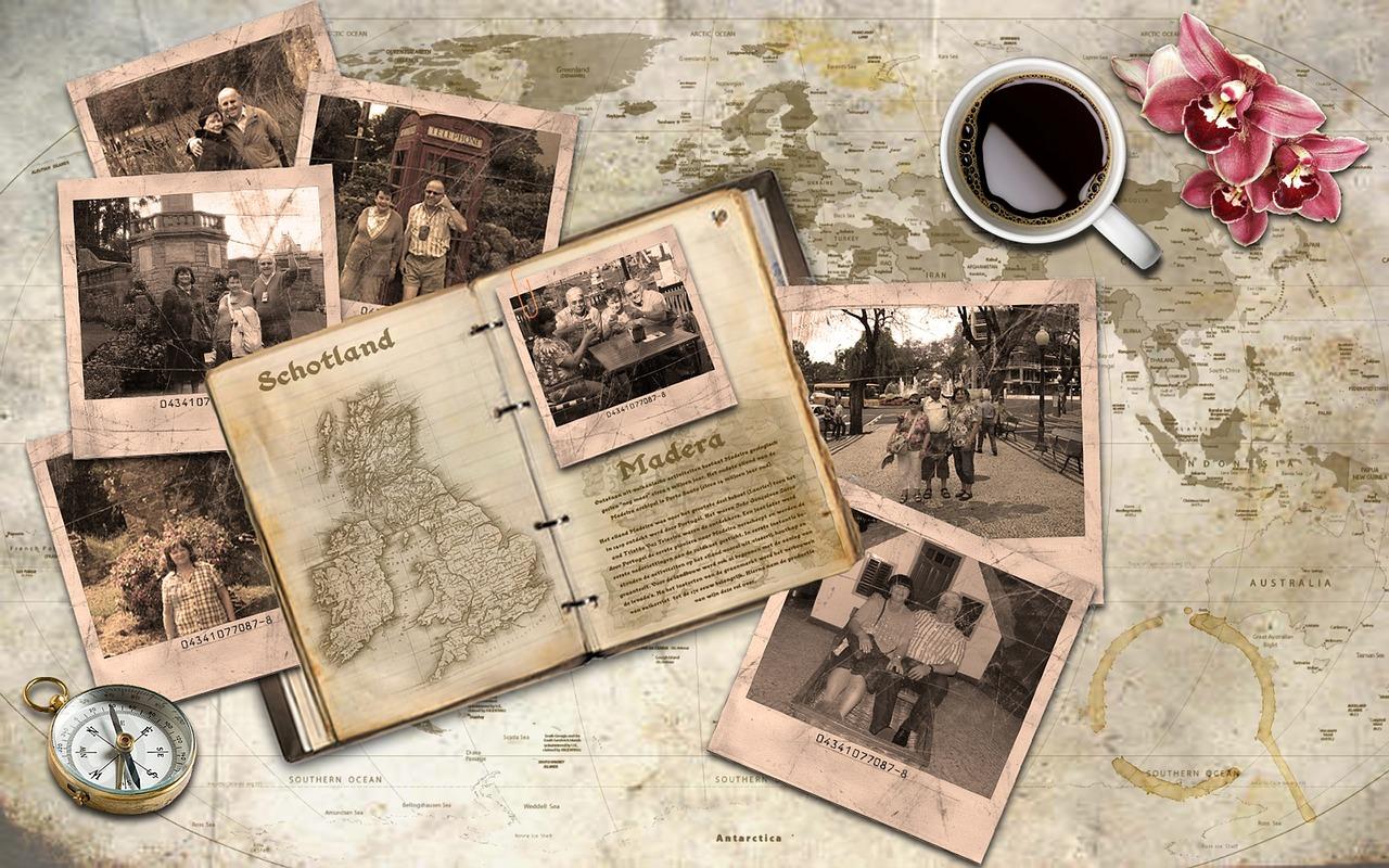 世界地図と旅先での写真